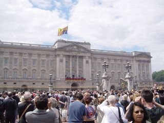 Queens_birthday_buckingham_palace4